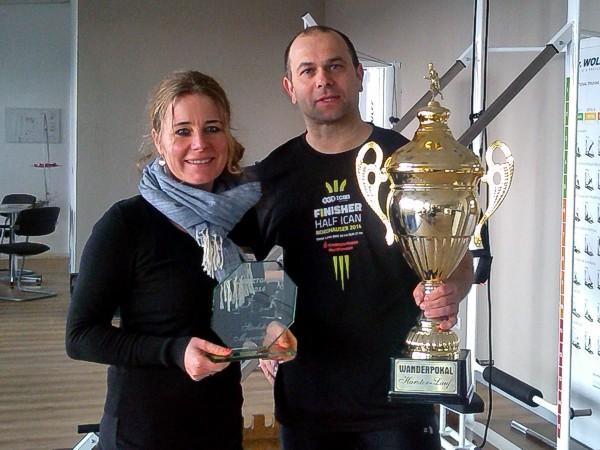 Kristin Goepp-Erny und Andreas Wichmann mit dem Wanderpokal